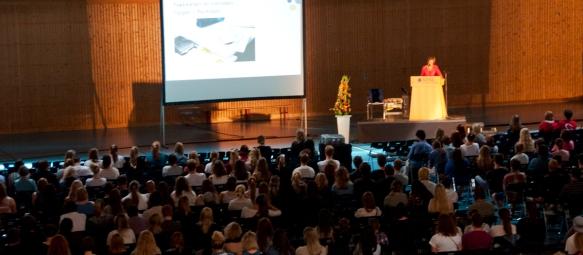 Anne Kristine Børresen ønsker nye studenter velkommen